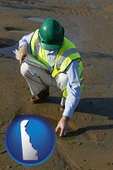 delaware map icon and an environmental engineer wearing a green safety helmet